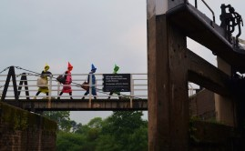 Crayola on bridge